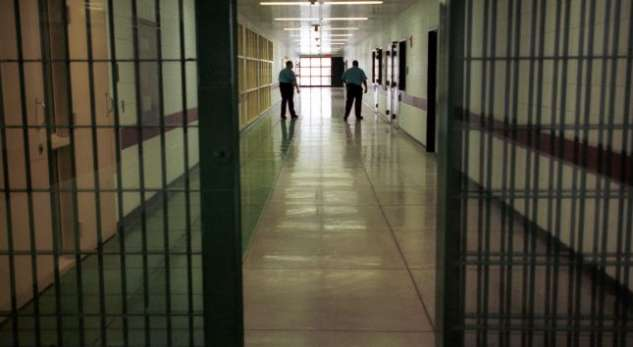 largea-prison1381396473
