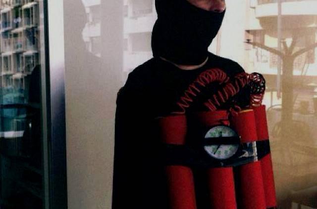 bombarduesi-shqiptar-qe-shtriu-per-toke-36-kurde