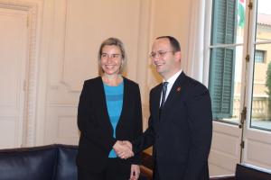 Bushati takim me Mogherinin  Shqipëria mbetet e angazhuar për një rajon të kyçur në rrjedhat euro atlantike