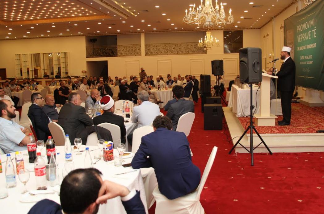 Imami i Kosoves akademik Shefqet Krasniqi jep iftar dhe libra  Promovon dy vepra  Mysafire edhe nga Presheva