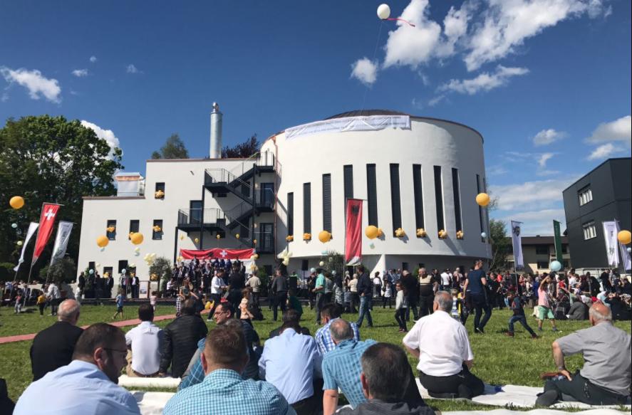 Shqiptaret ne Zvicer japin 8 milione franga per dy xhami  Donatorë edhe katolike e zvicerenë