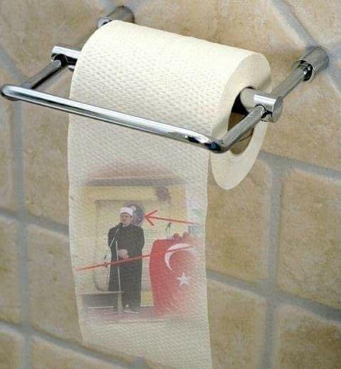 Ne një WC të Gracanicës gjendet letër e toaleti me fotografine e myftiut shqiptar Naim Ternava