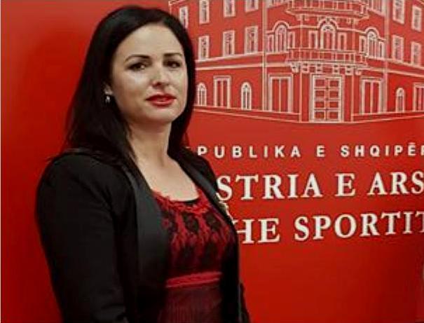 Yllka Beci nje akviste e dalluar nga Fieri qe pretendon majat e politikave shqiptare  Cka ju tha ajo gazetarëve nderkombëtar në Prishtinë per Shqiperinë