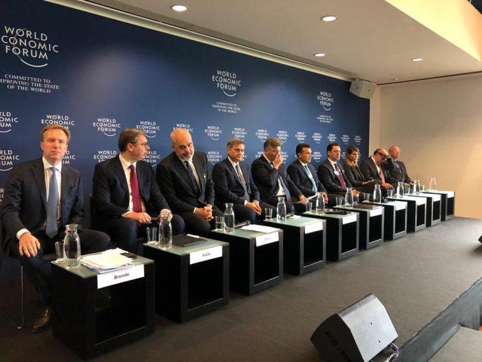 Edi Rama në Gjenevë ne Samitin boteror Ekonomik  Ai takon Vucicin  Thaci nuk eshte pare askund