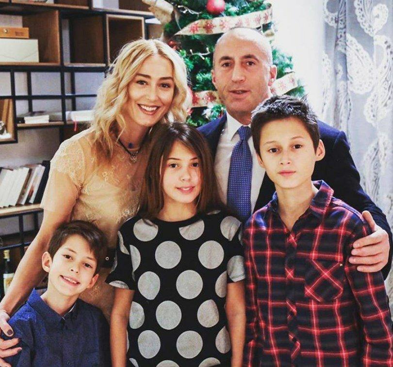 Ramush Haradinaj flet për jetën në karantinë  Anita nuk përmbahet  fëmijët janë mërzitur